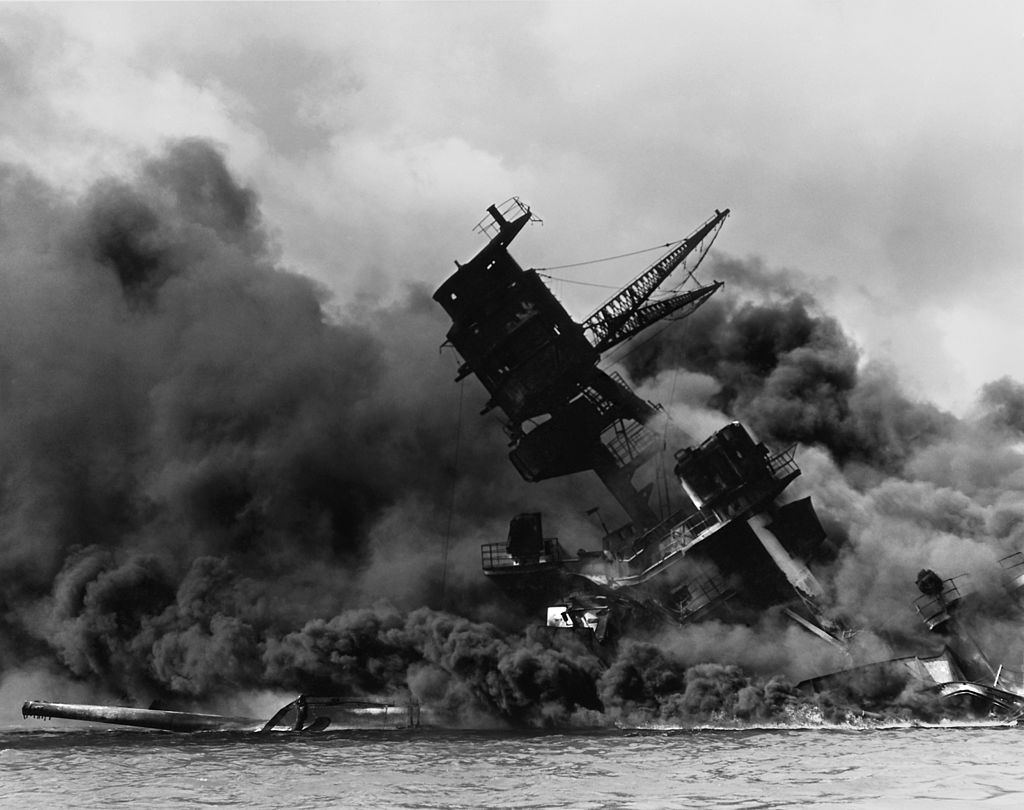 1024px-The_USS_Arizona_(BB-39)_burning_after_the_Japanese_attack_on_Pearl_Harbor_-_NARA_195617_-_Edit.jpg