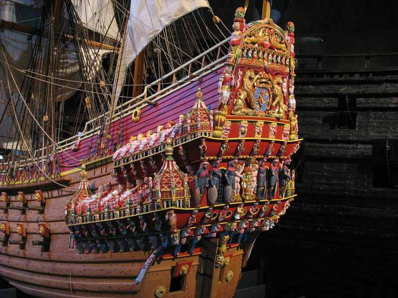comp_1280px-Vasa_stern_color_model.jpg