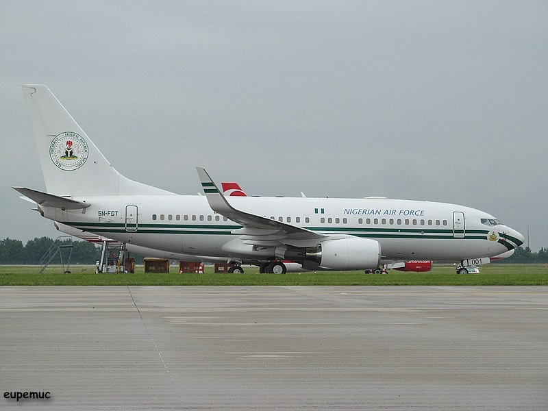 zz_5N-FGT - Nigeria Air Force - Boeing 737-7N6(BBJ)_03.jpg
