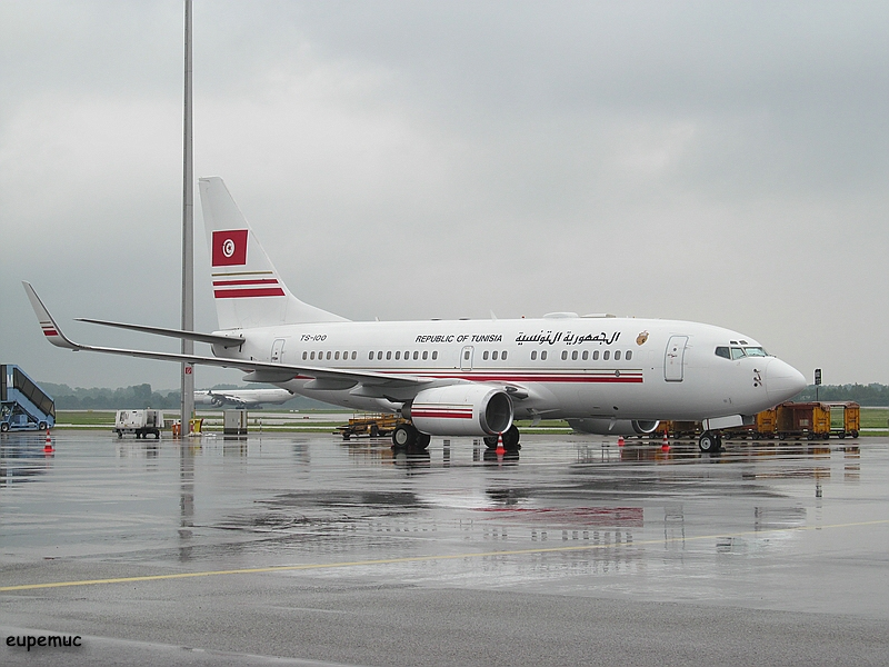 zz_TS-100 - Republic of Tunisia - Boeing 737-7H3 BBJ_01.jpg